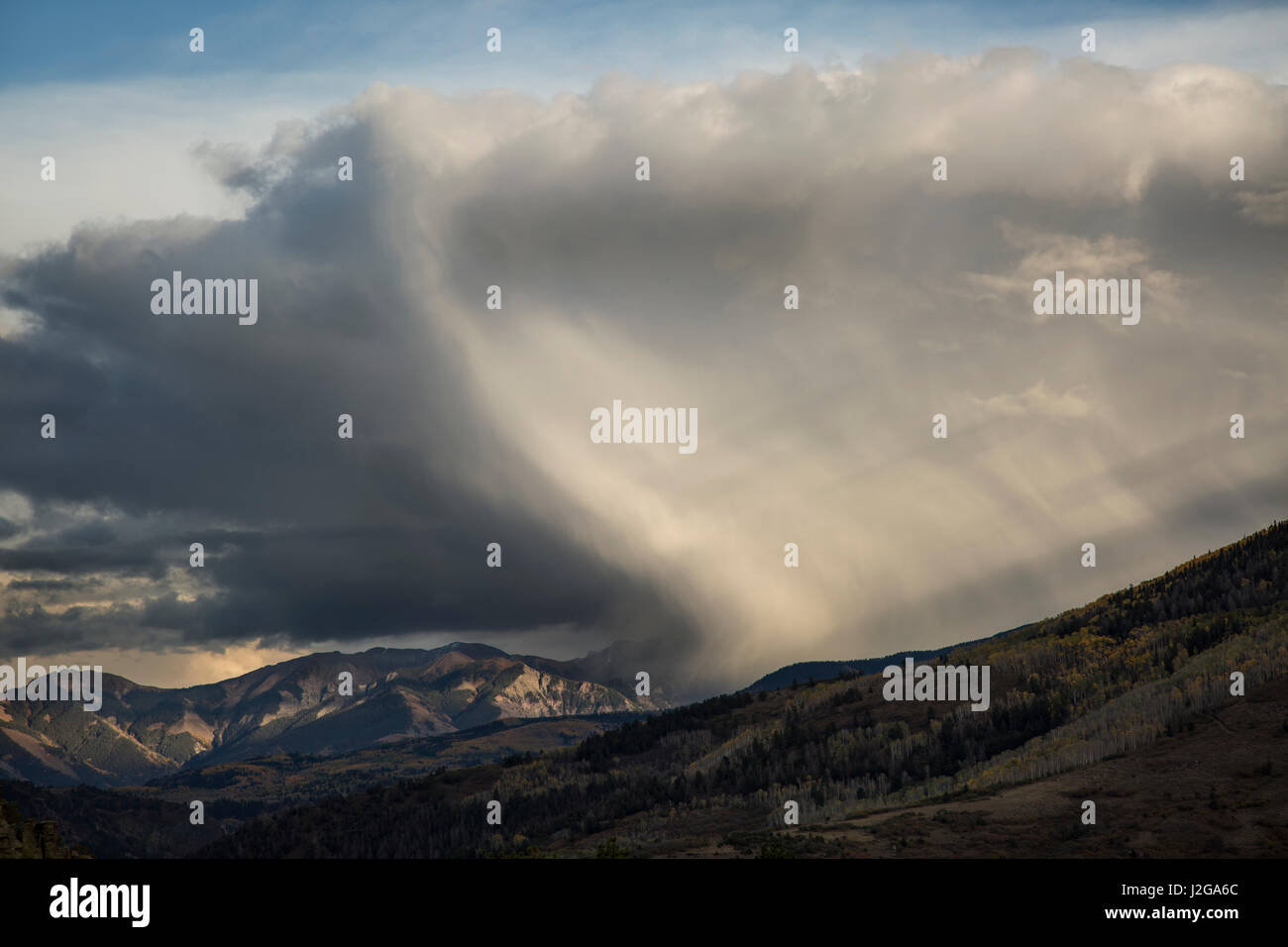USA, Colorado, Sneffels Range. Wave-shaped storm over mountain. Credit as: Don Grall / Jaynes Gallery / DanitaDelimont.com - Stock Image