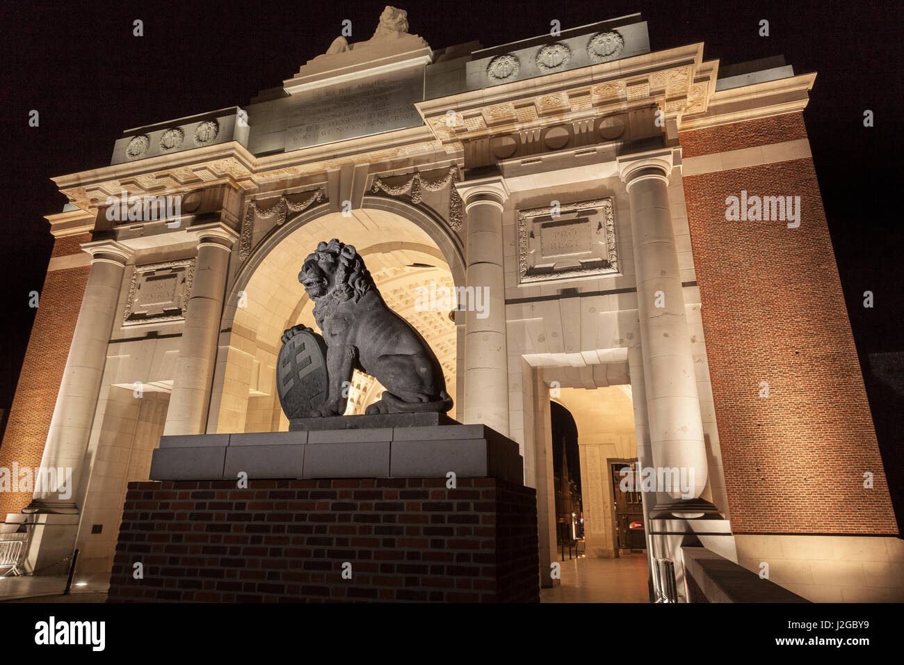 The menin gate lions return from australia to where they once stood the menin gate lions return from australia to where they once stood at ypres for the 2017 centenary commemorations of the battle of passchendaele freerunsca Image collections
