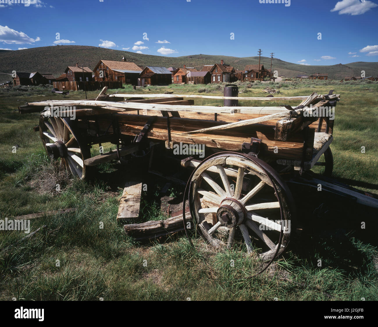 USA, California, Bodie State Historic Park, An old wagon and buildings in a western ghost town. (Large format sizes - Stock Image