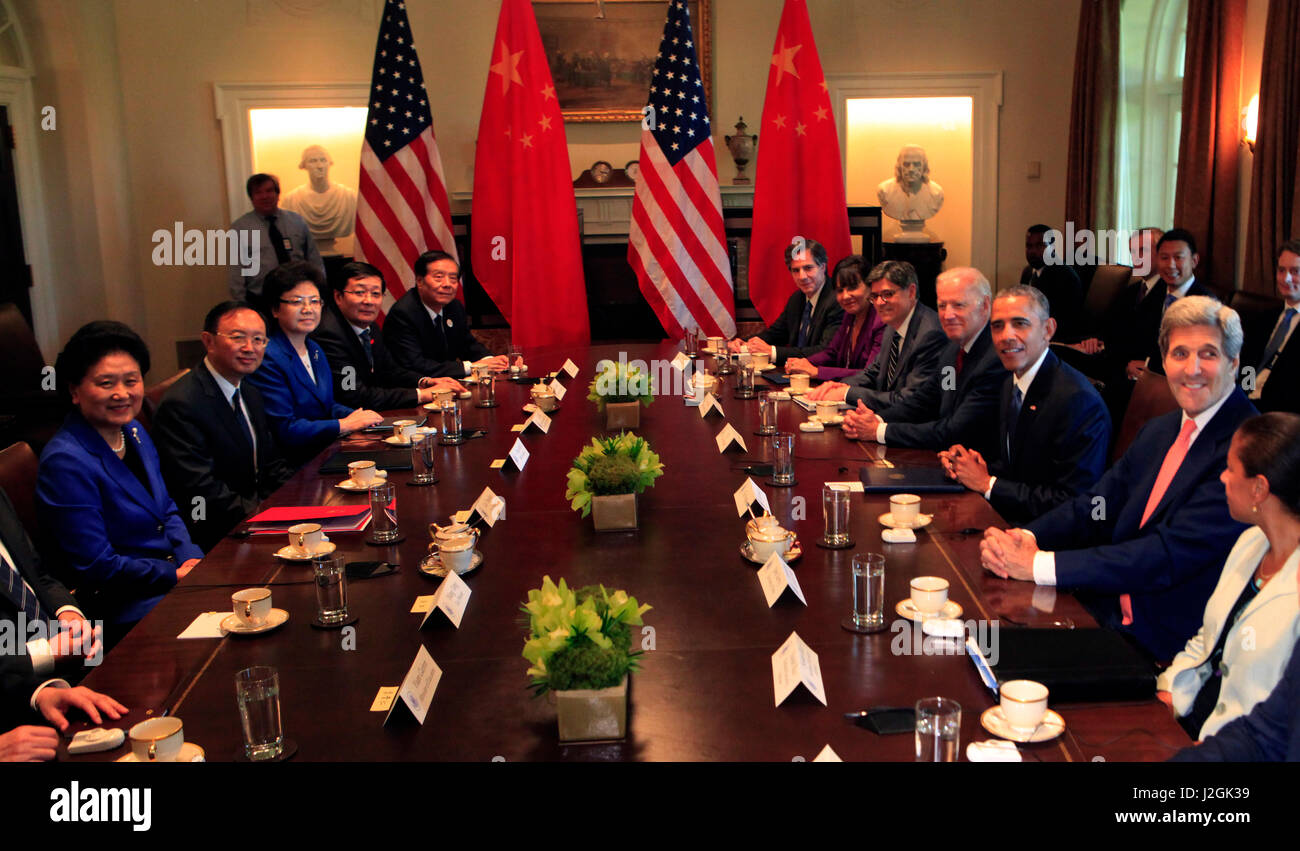 President Barack Obama meets with the U.S. and Chinese co-chairs at the conclusion of the dialogues. Bilateral Meeting - Stock Image