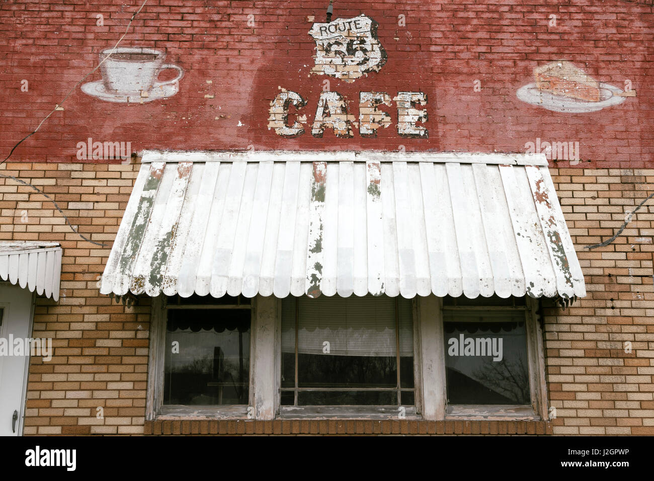 Facade of an abandoned Cafe, Litchfield, Illinois, USA. Route 66 - Stock Image