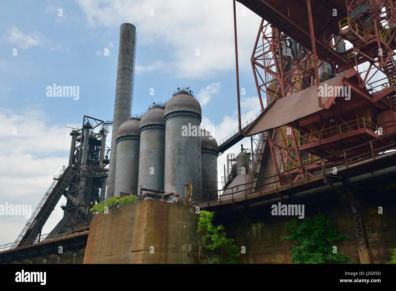 USA, Pennsylvania, Rankin. Hot blast stoves at the Carrie Furnaces (Editorial Use Only) (Large format sizes available) - Stock Image
