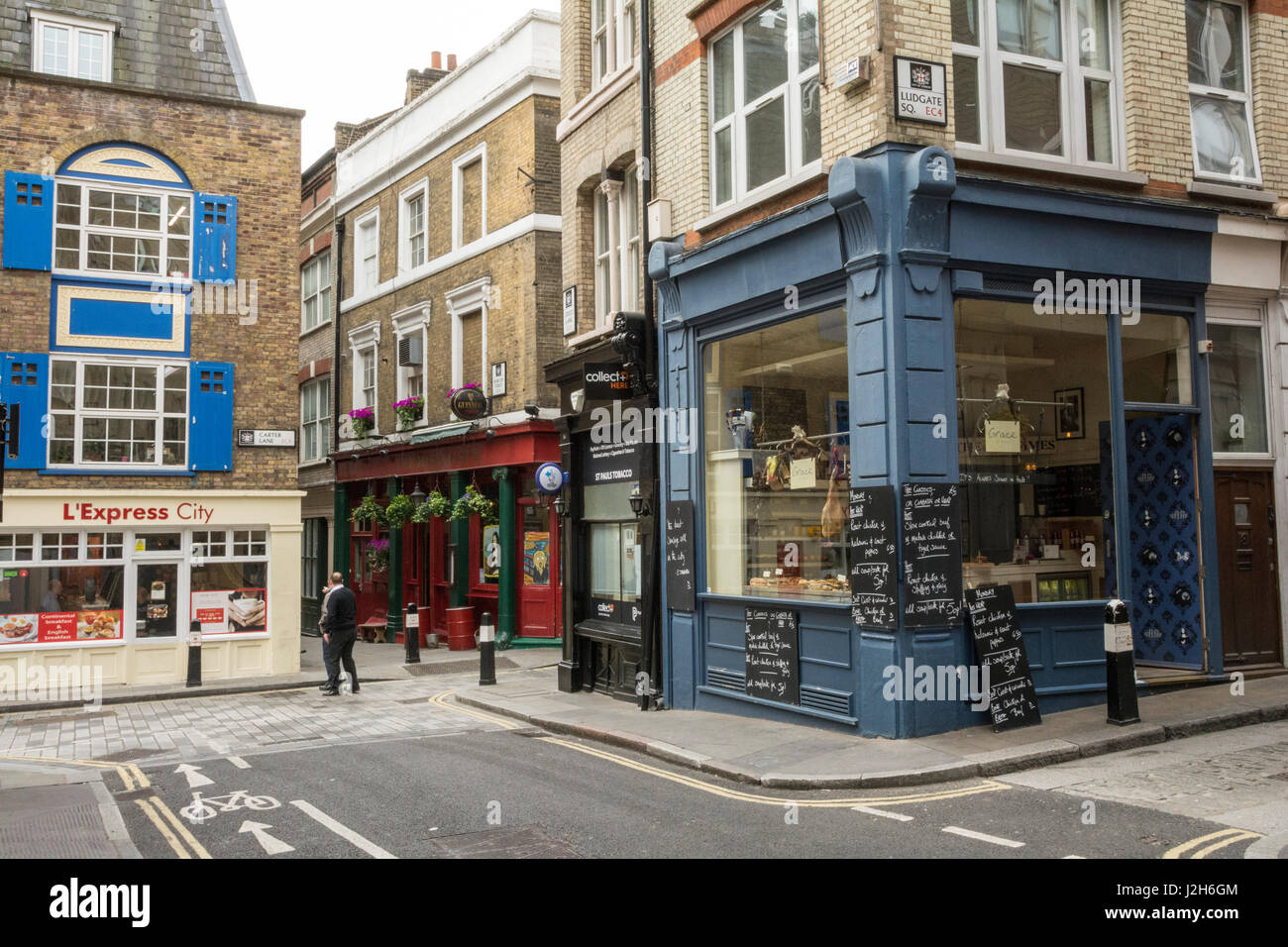 Small shops on Creed Lane in London, near St Paul's Cathedral - Stock Image