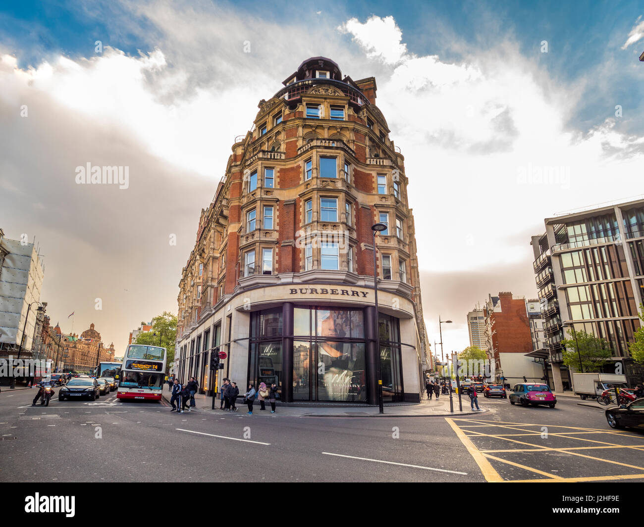 Scotch Corner - the junction between Knightsbridge and Brompton Road, London. Named after Scotch House which used - Stock Image