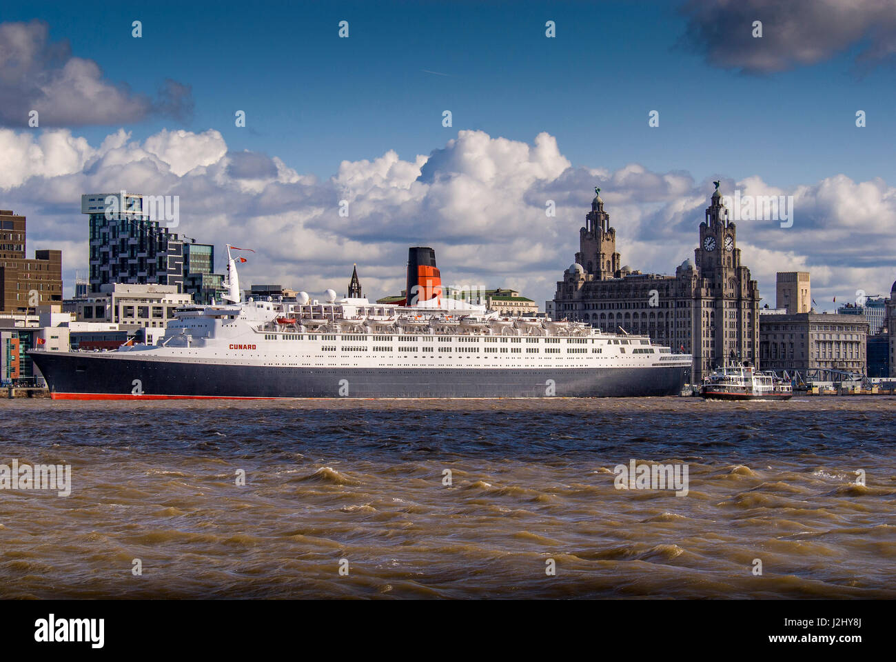 QE2 at Liverpool pierhead. waterfront ferry - Stock Image