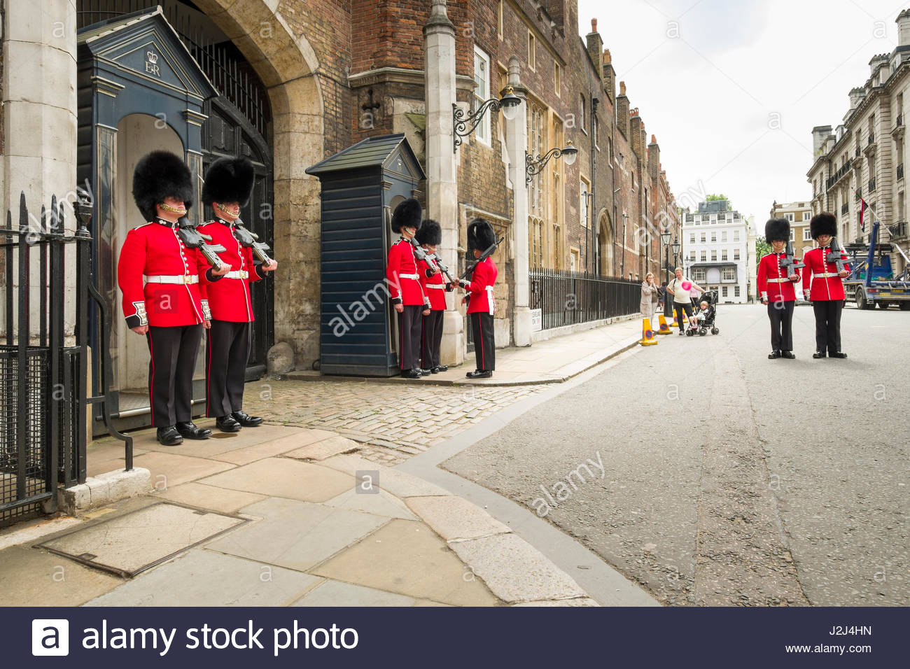 Grenadier Guards standing at attention holding L85A1 IW bullpup rifles, St James's Palace, Cleveland Row, City of - Stock Image