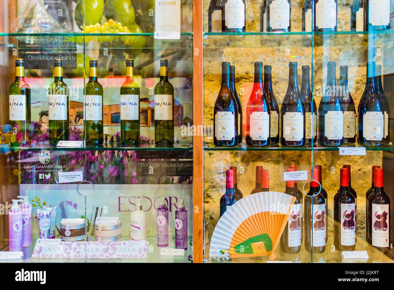 Sale of wine and products of Castilla León. Wine Museum, Peñafiel Castle, Peñafiel, Valladolid, Castilla - Stock Image