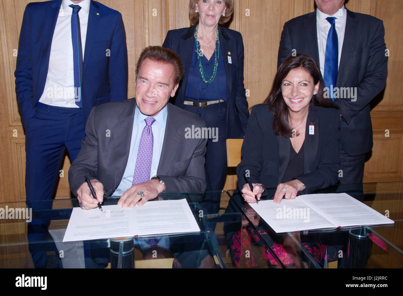 Paris, France. 28th April, 2017. Anne Hidalgo, Mayor of Paris and Arnold Schwarzenegger, the founding President - Stock Image