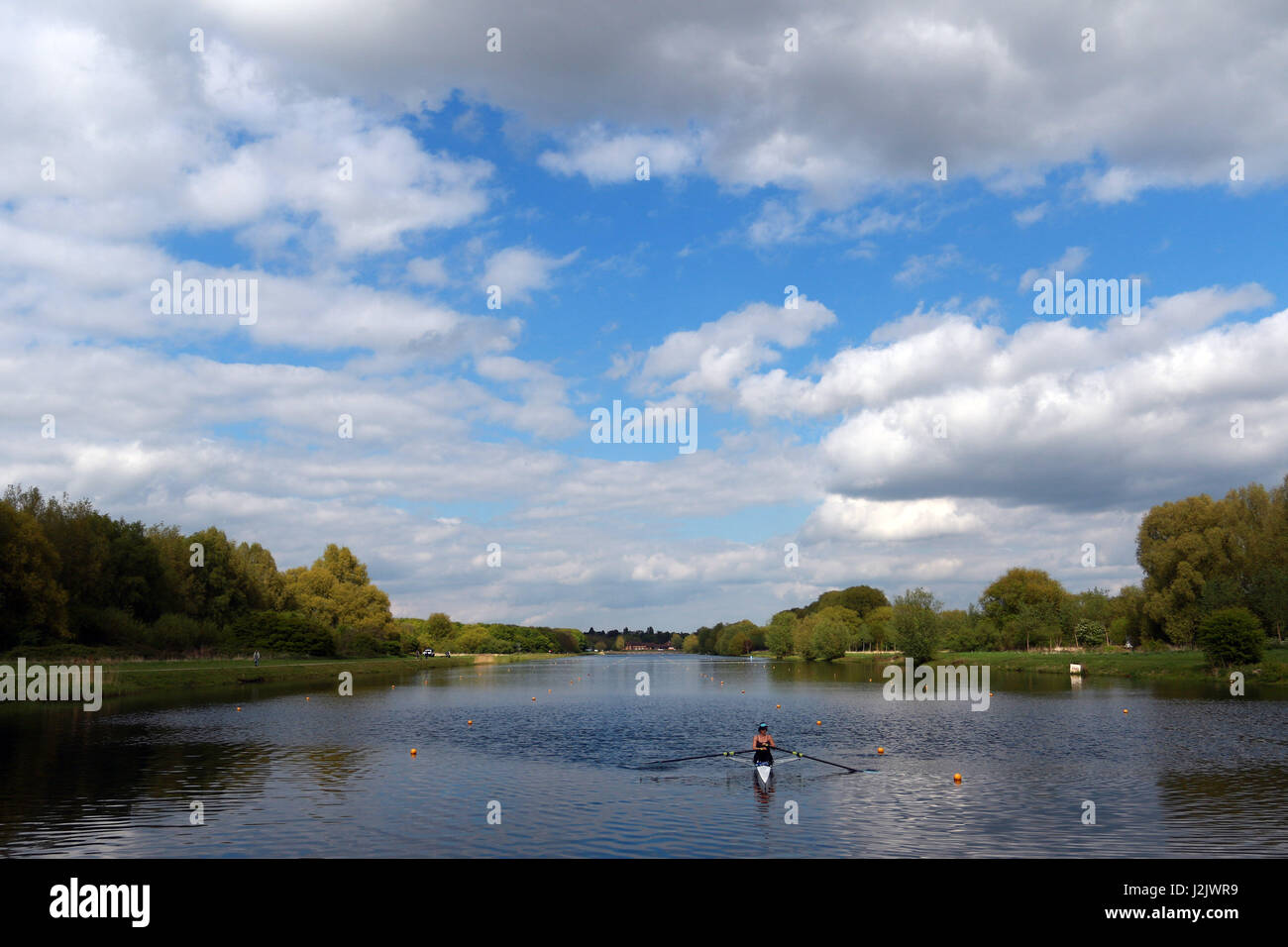 Peterborough, UK. 28th Apr, 2017. UK Weather. Ahead of the Bank Holiday weekend, people are making the most of an - Stock Image