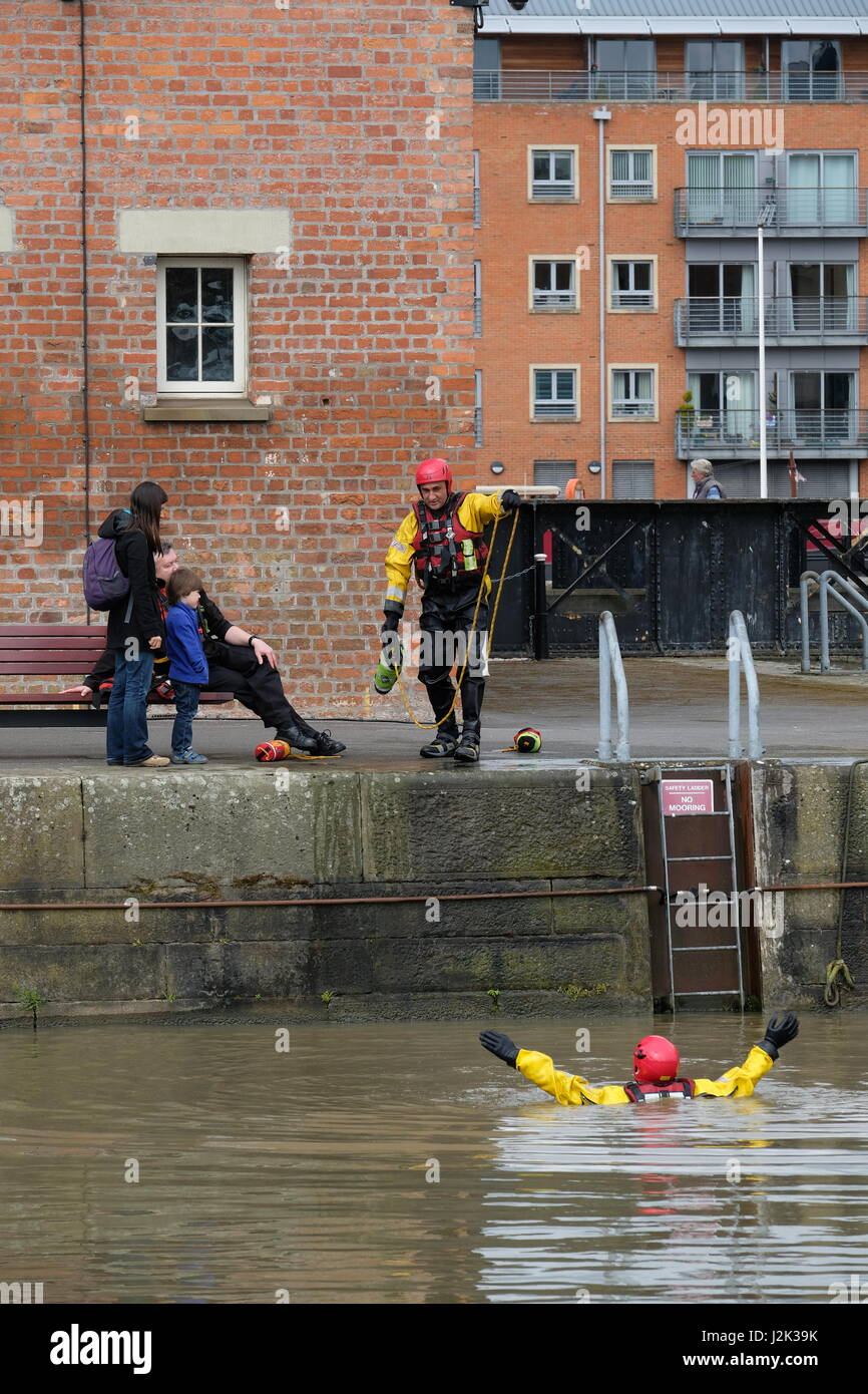 Gloucester, UK. 29th Apr, 2017. Gloucestershire Fire and Rescue services demonstrate water rescue techniques in - Stock Image