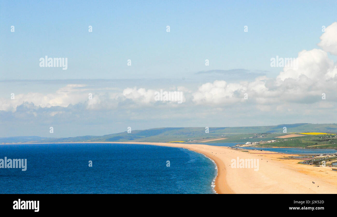 Portland, Dorset, UK. 29th April, 2017. Clouds mirror the shape of Chesil Beach like a delicate pearl necklace, - Stock Image