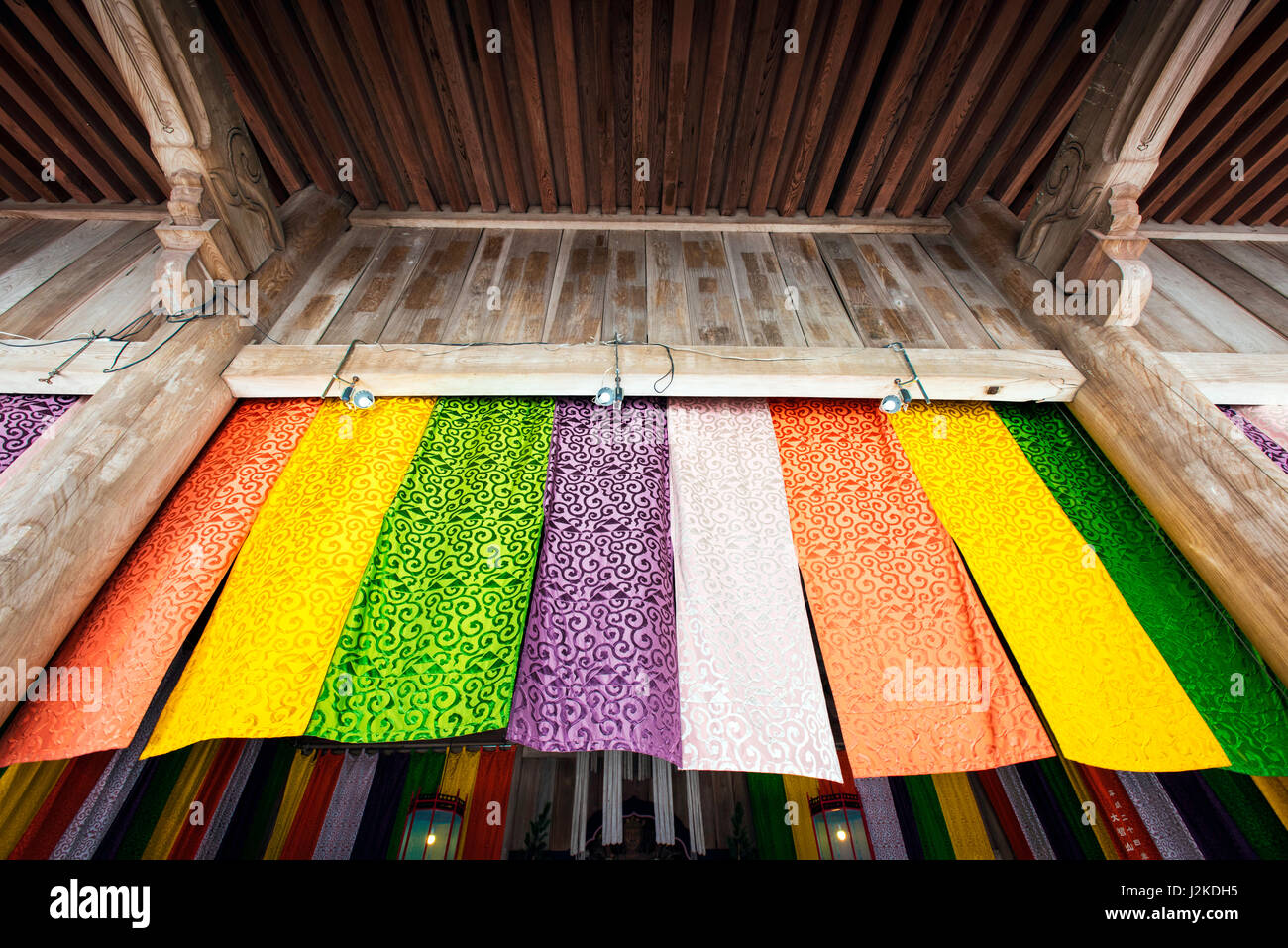 Curtains covering the front of the Hatto in Kencho-Ji Temple, Kamakura, Japan - Stock Image