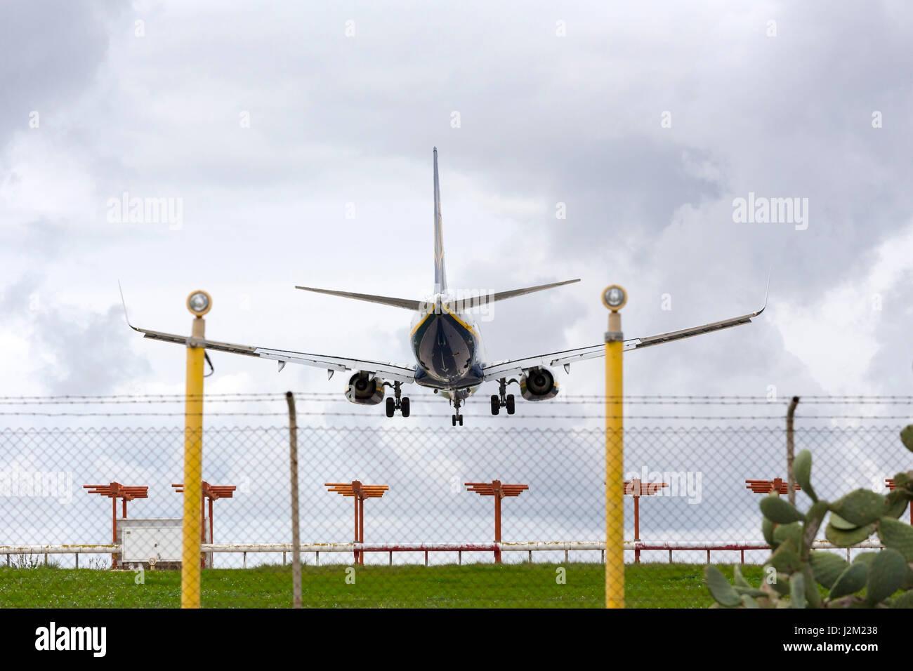 Ryanair Boeing 737-8AS on short finals runway 31. - Stock Image