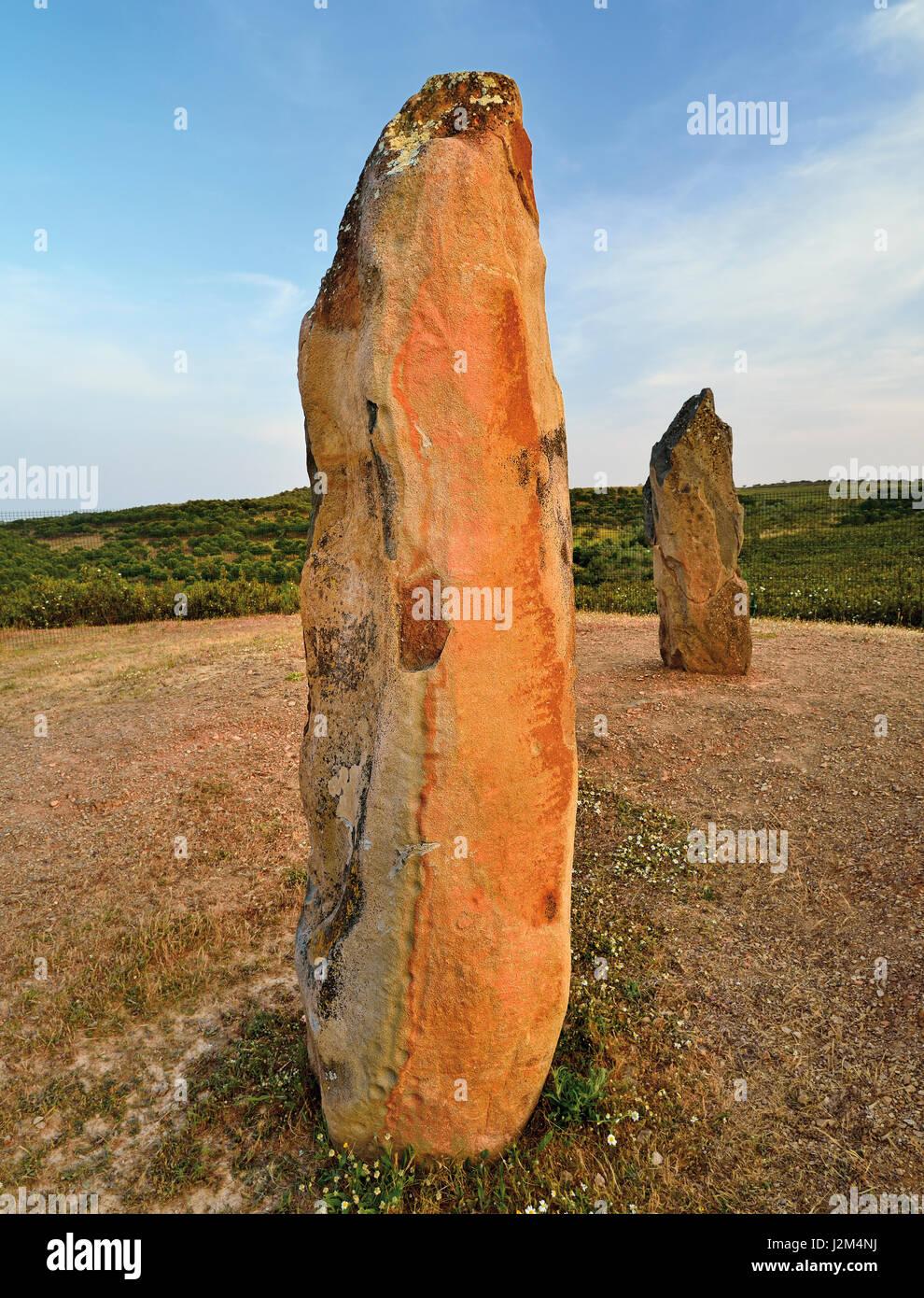 Portugal, Alentejo: Megalithic stone Menir do Lavajo - Stock Image