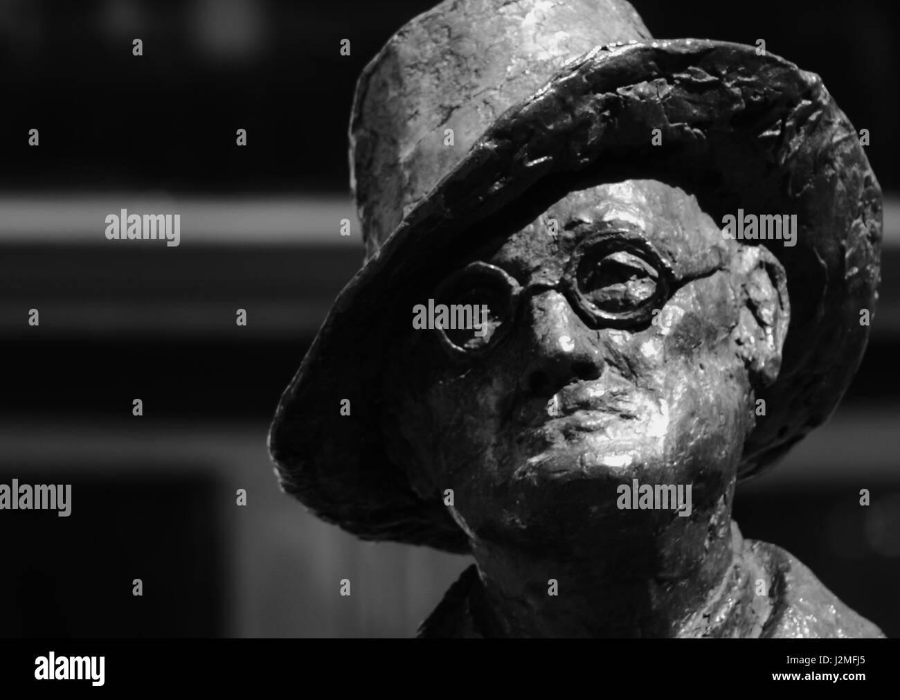 Detail of statue of James Joyce in Earl Street, Dublin - Stock Image