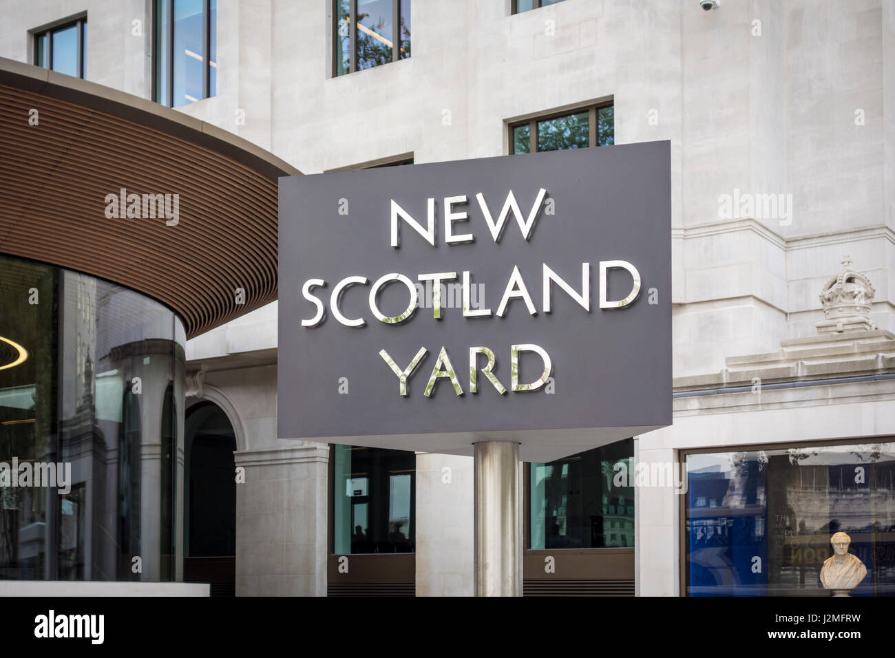 Metropolitan Police Service new headquarters on Victoria Embankment (Curtis Green Building) with the New Scotland - Stock Image