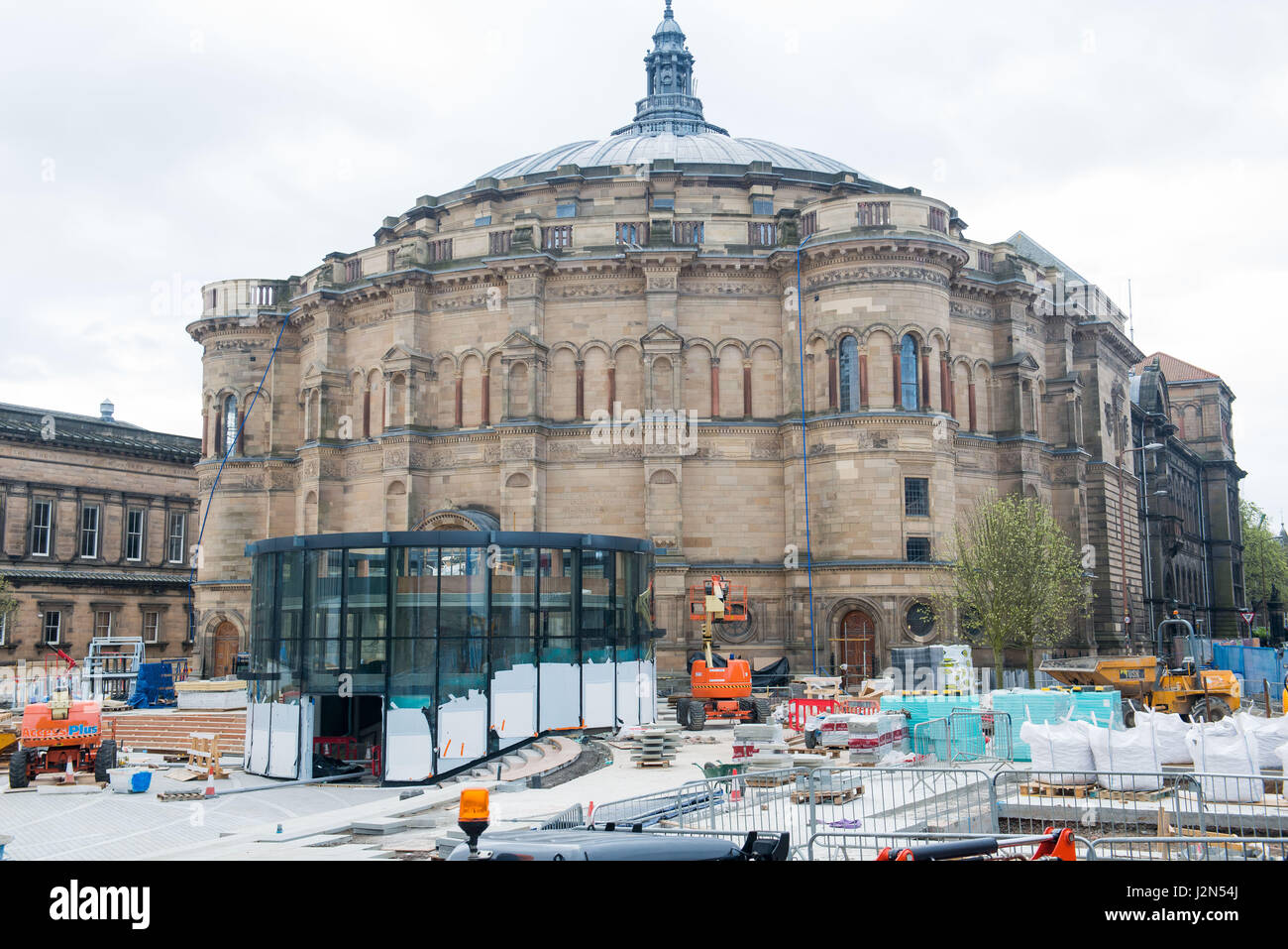 WWW.IANGEORGESONPHOTOGRAPHY.CO.UK Picture: Bristo Square, McEwan Hall refurbished - Stock Image