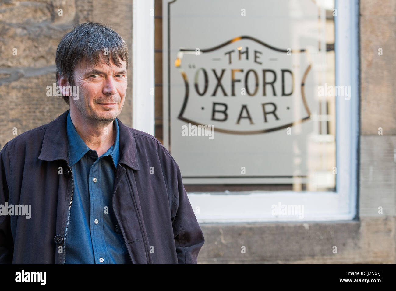 Photographer Ian Georgeson, 07921 567360 Author Ian Rankin, Oxford Bar, Rather be The Devil Stock Photo