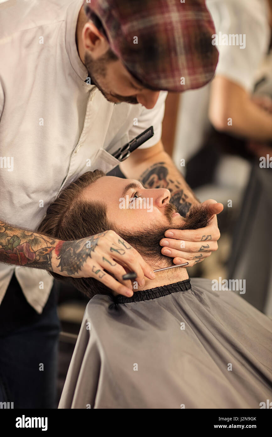 barber with razor a shave - Stock Image