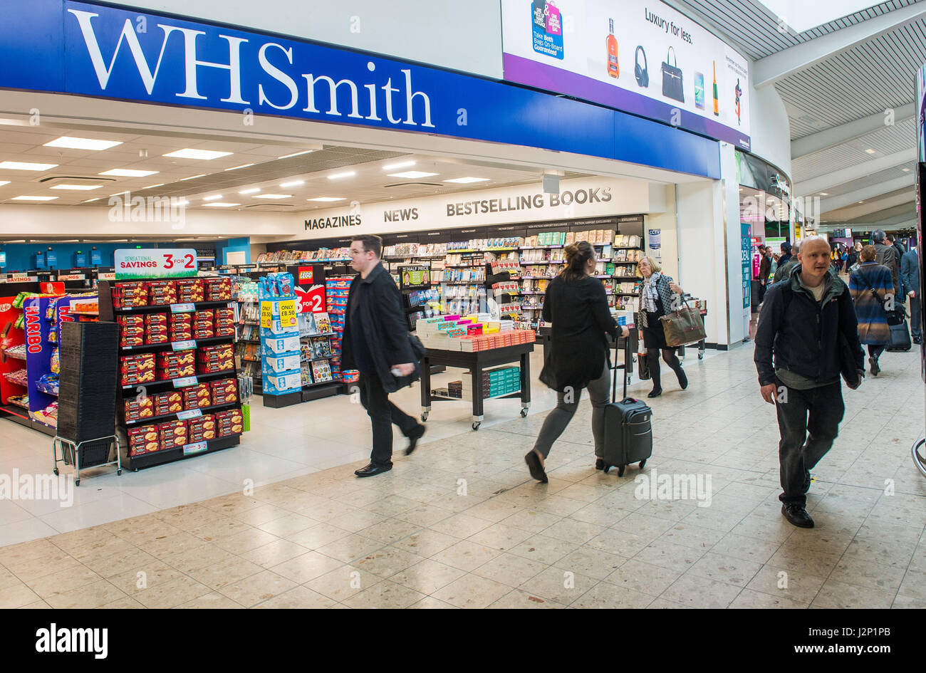 Photographer Ian Georgeson, 07921 567360 Edinburgh Airport open celebrate opening four new retail units, WH Smith, - Stock Image