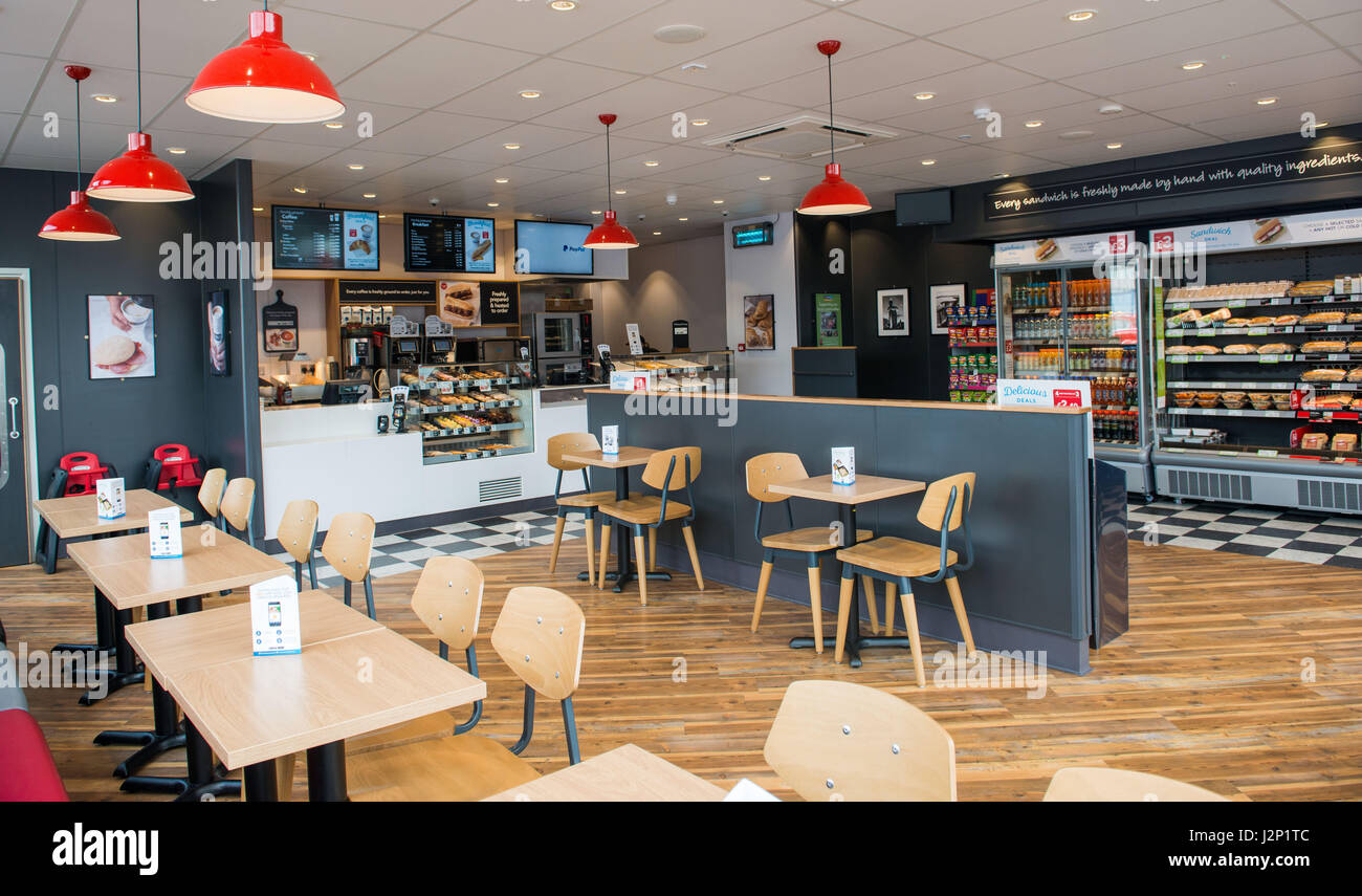 Photographer Ian Georgeson, 07921 567360 Pics Free to use Motherwell Greggs store opening Stock Photo
