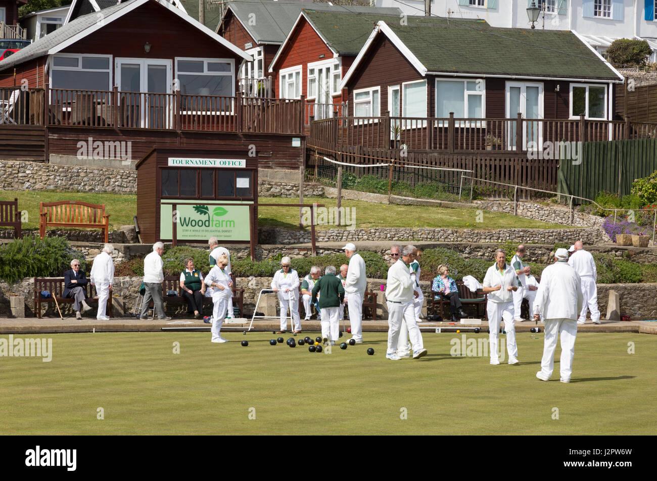 Lawn bowling - people playing a lawn bowls match, Lyme Regis Lawn Bowls Club, Dorset UJK - Stock Image