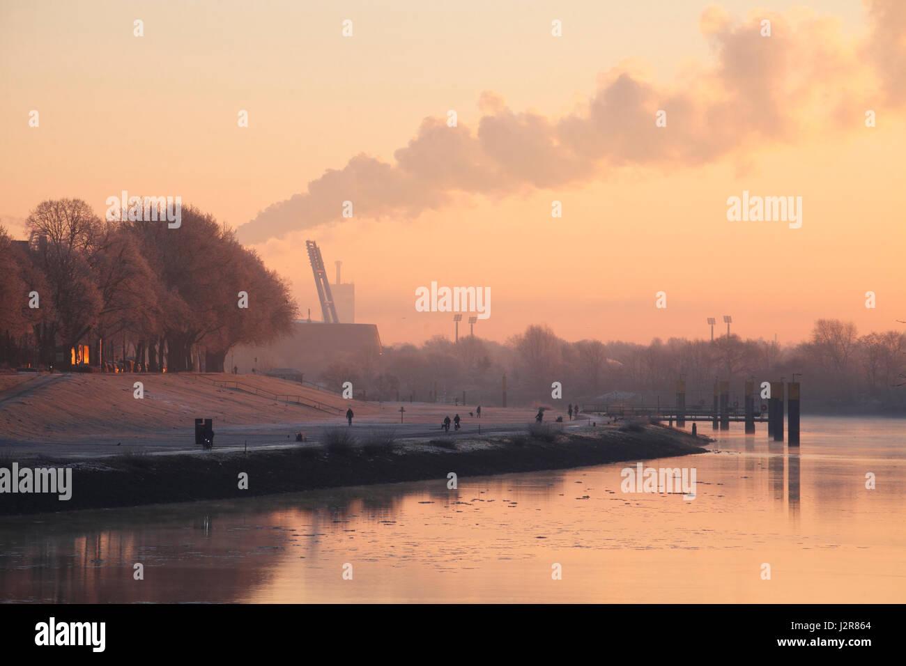 River Weser in WinterTower at Morning, Bremen, Germany  I Weserufer in der Morgedämmerung mit Raureif , Bremen, - Stock Image