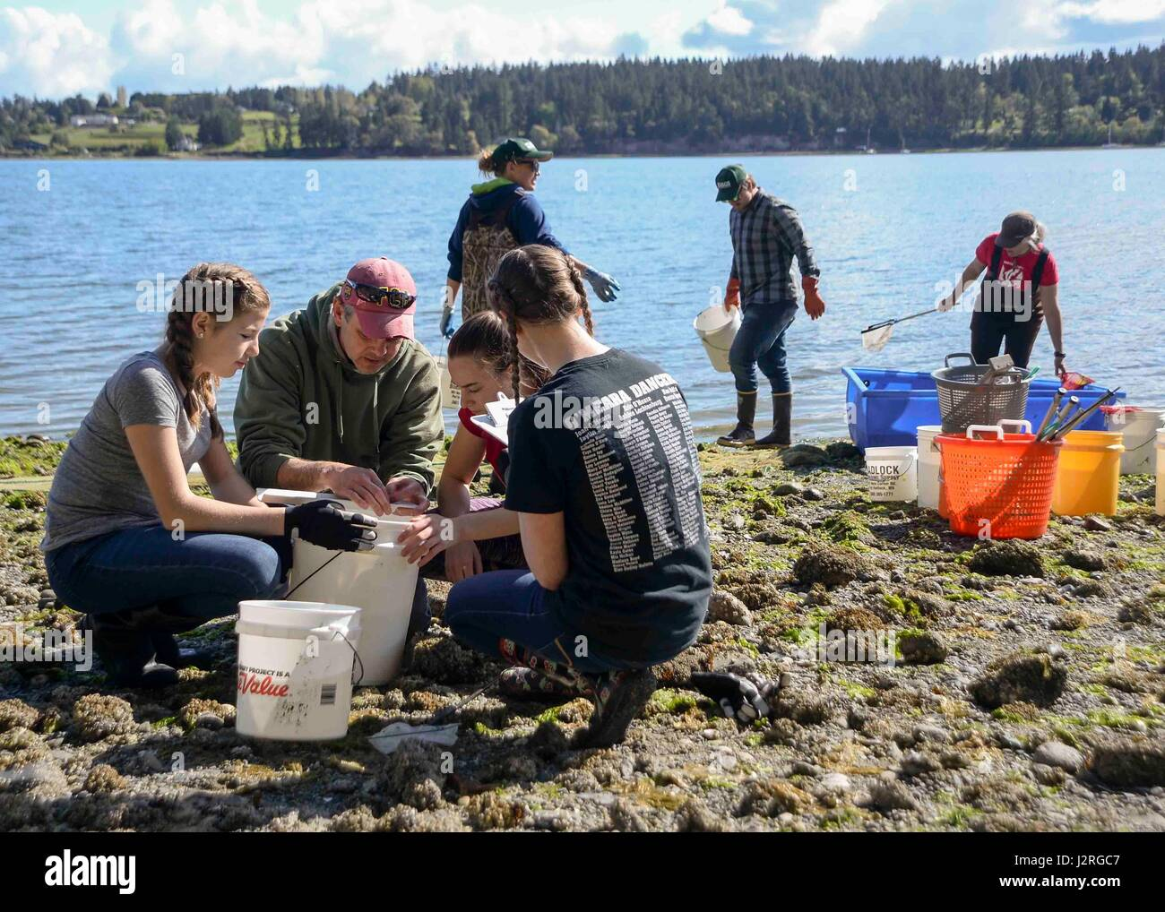 170428-N-VH385-104 INDIAN ISLAND, Wash., (April 28, 2017) – Jake Gregg, a fishery biologist with the United States - Stock Image