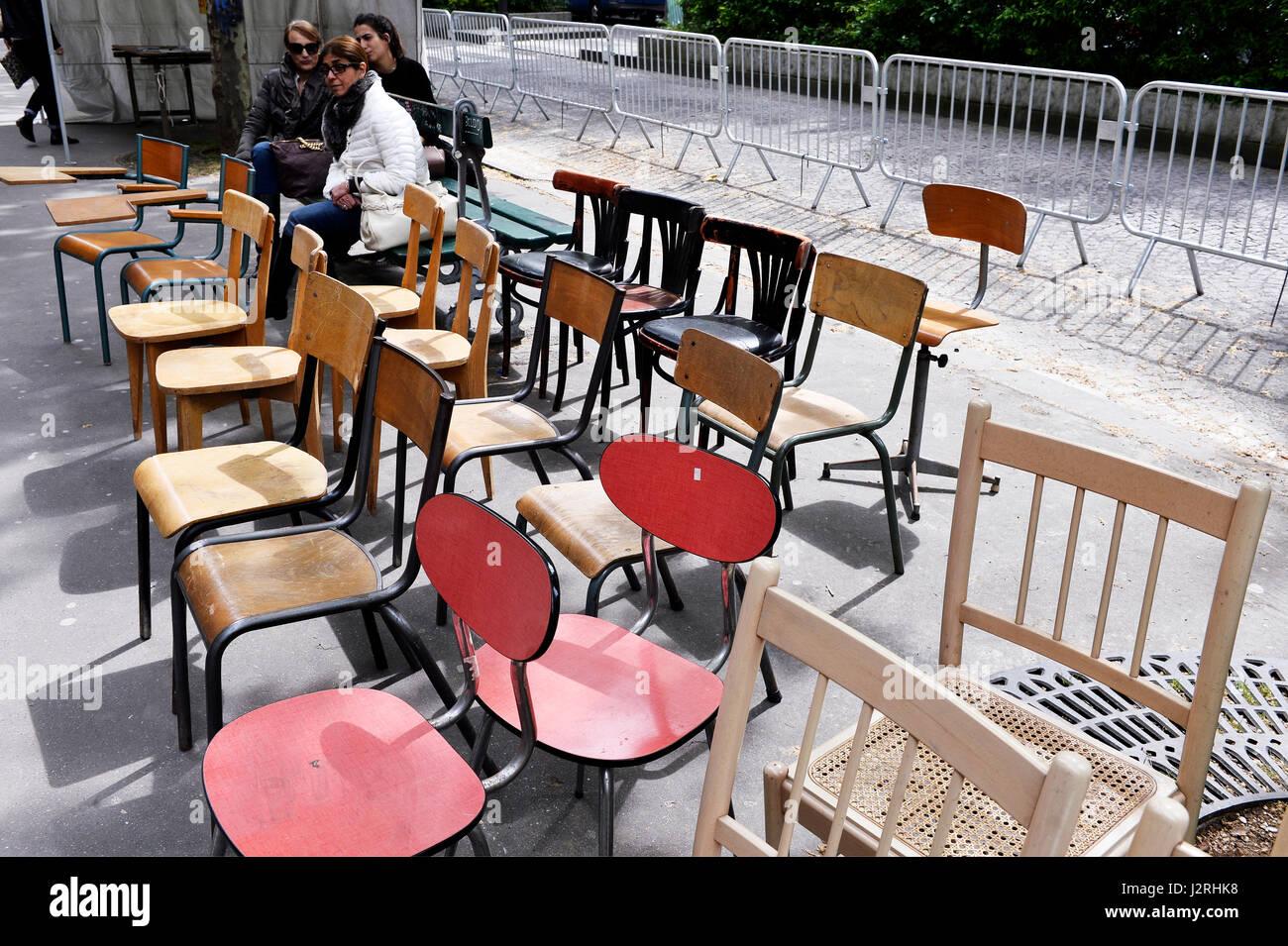Secondhand trade in avenue de Trudaine, Paris 9th, France - Stock Image