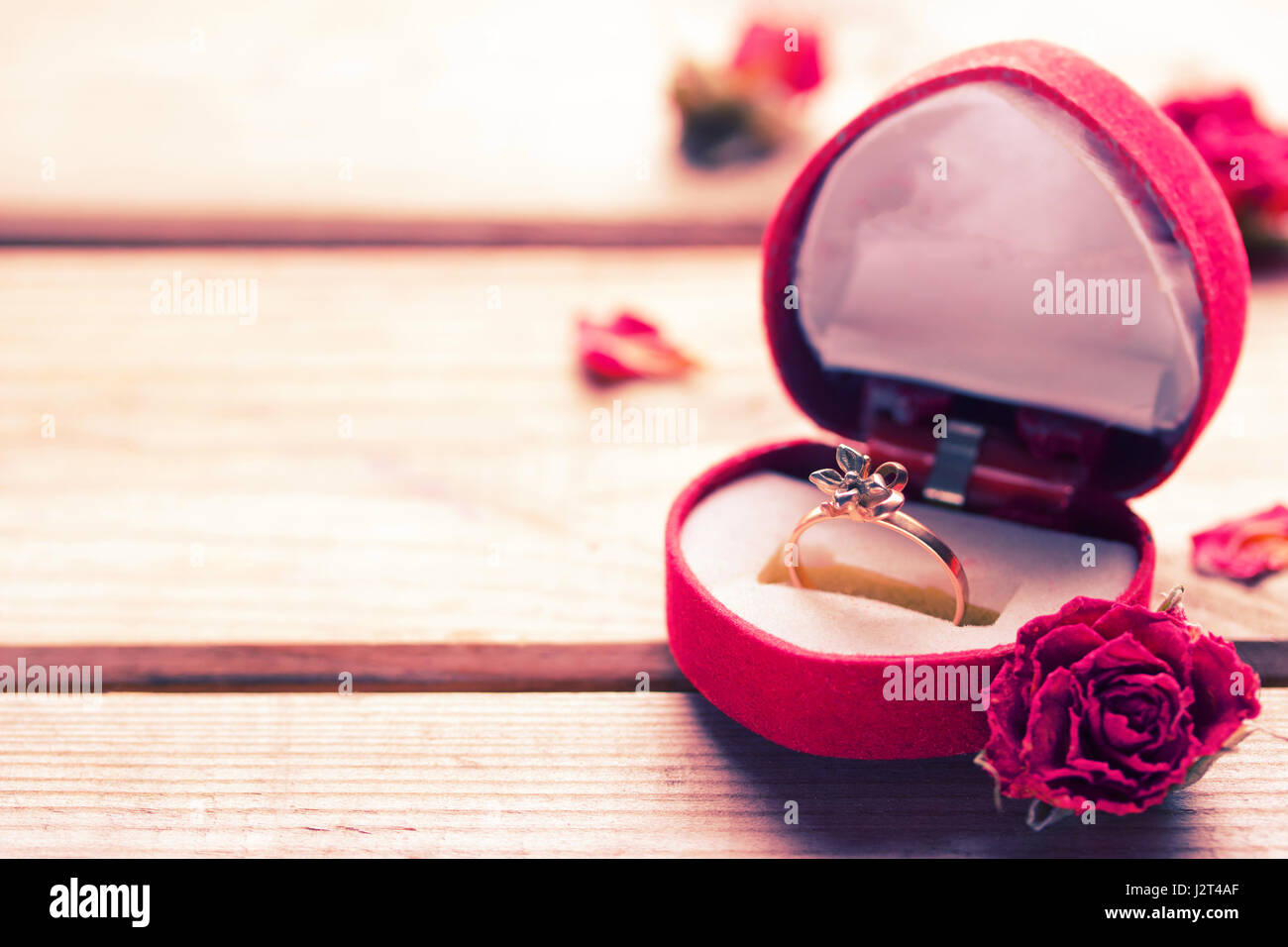 Red Rose Ring Box Stock Photos & Red Rose Ring Box Stock Images - Alamy