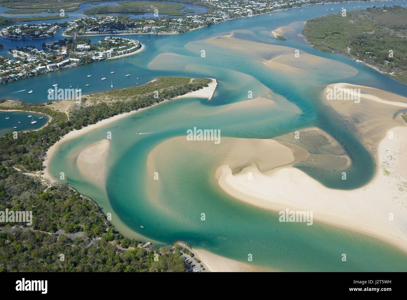 SEASIDE RESORT NEAR A COLORFUL ESTUARY (aerial view). Noosa Heads, Sunshine Coast, Queensland, Australia. - Stock Image