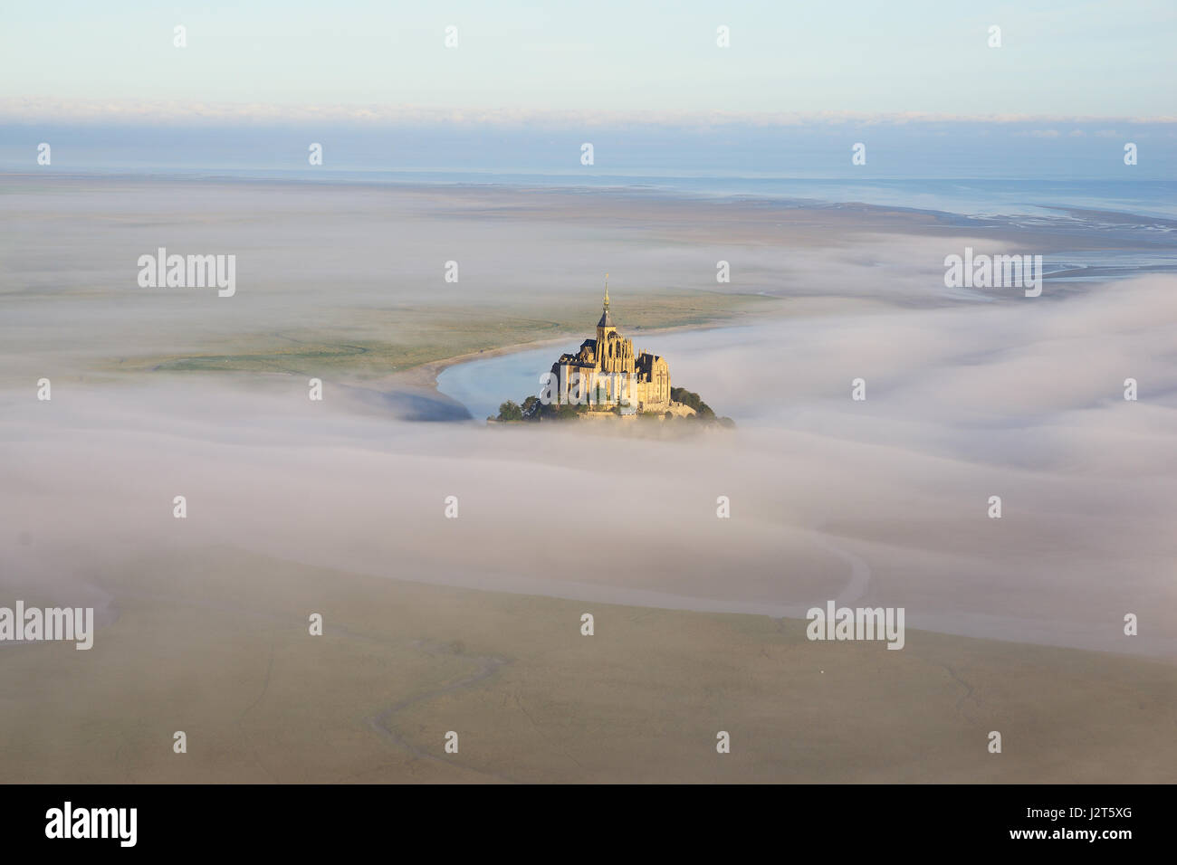 ABBEY ON A ROCKY ISLAND IN AN INTERTIDAL ZONE (aerial view). Mont Saint-Michel, Normandy, France. - Stock Image