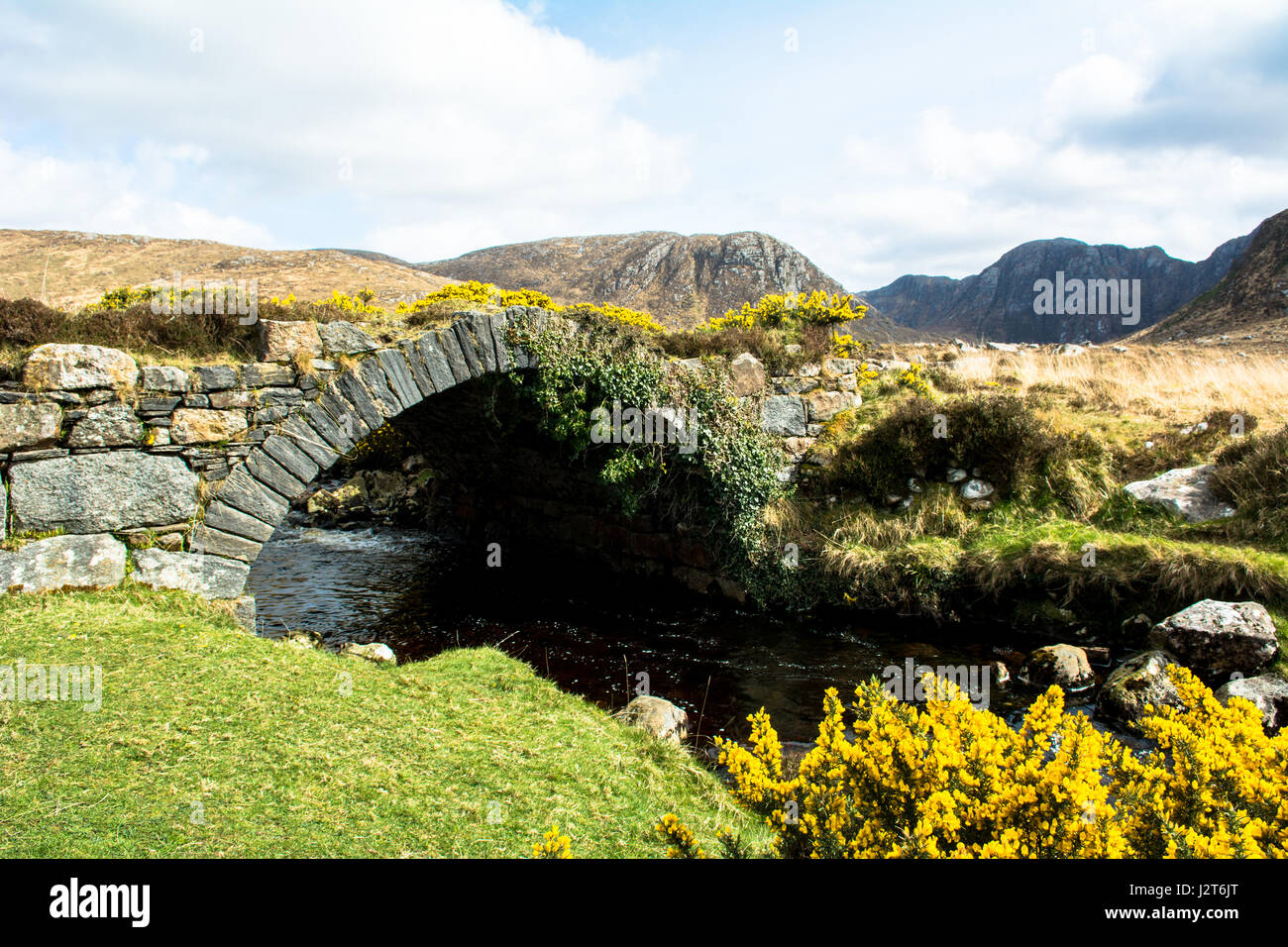 The Stone Bridge The Poisoned Glen Dunlewey Gweedore Donegal Ireland Europe - Stock Image