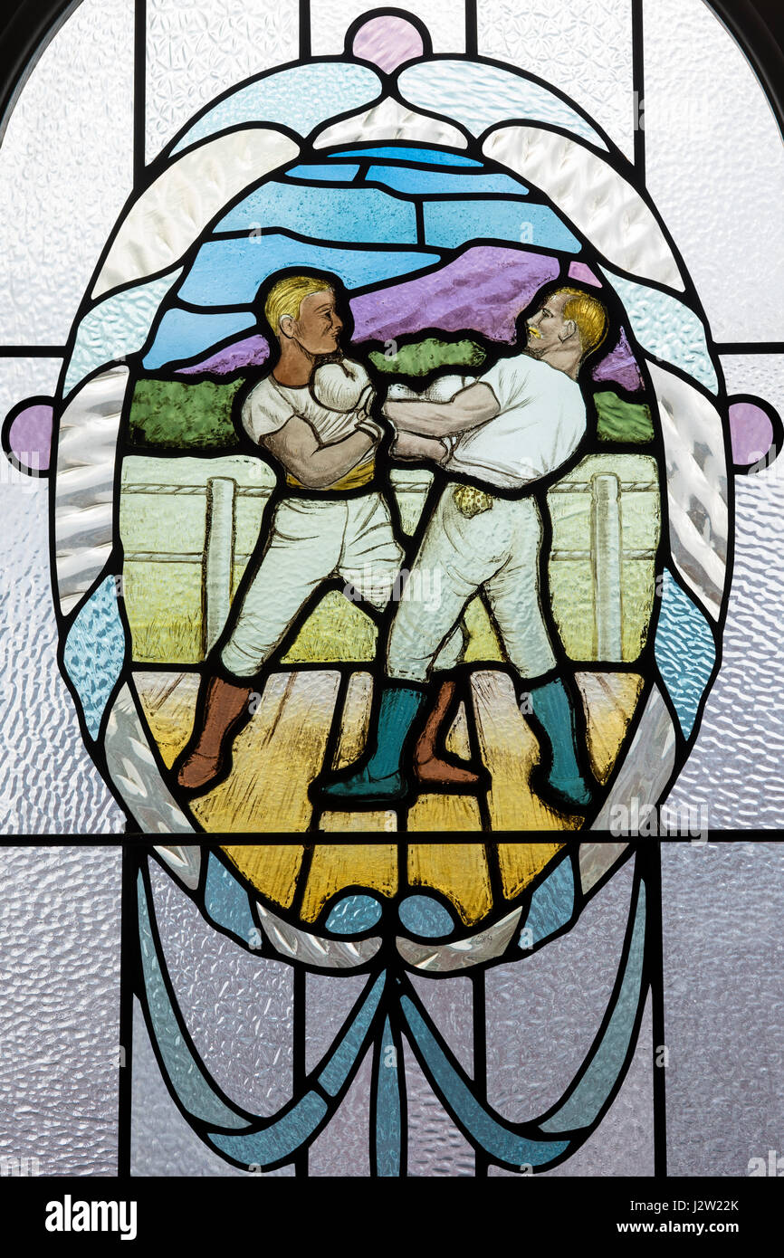 Boxers, from the Edwardian era, depicted in a stained glass window, Victoria Baths, Manchester, England - Stock Image