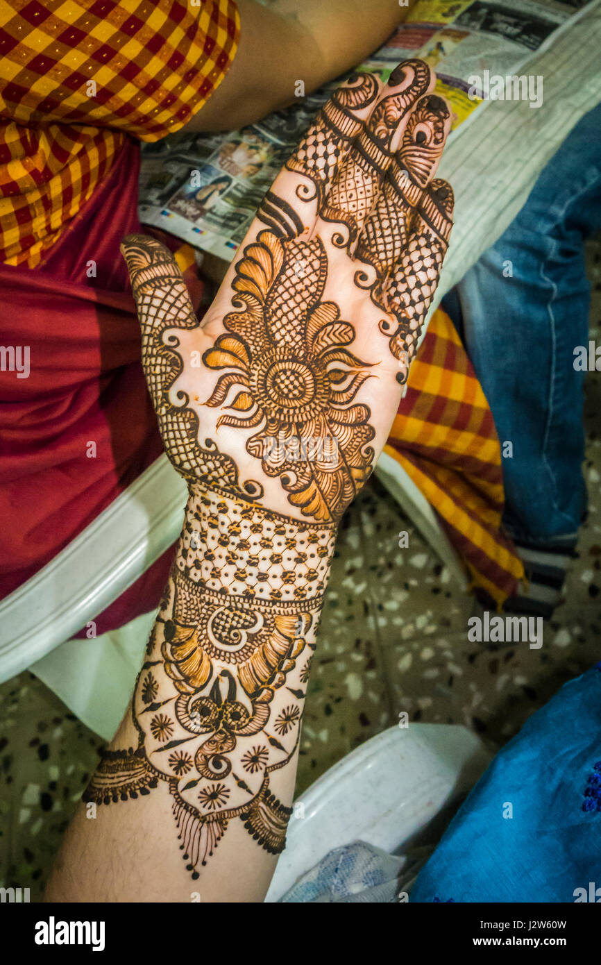 Henna applied to a womans arm, hand, and fingers in preparation for a wedding ceremony. Pune, India. - Stock Image