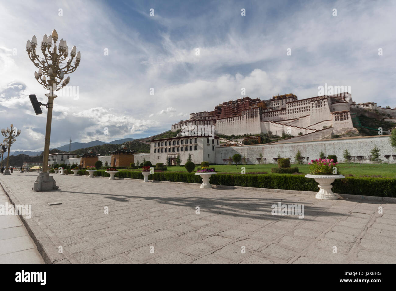 Wide angle view of Potala Palace in late afternoon sunlight, Lhasa, Tibet - Stock Image