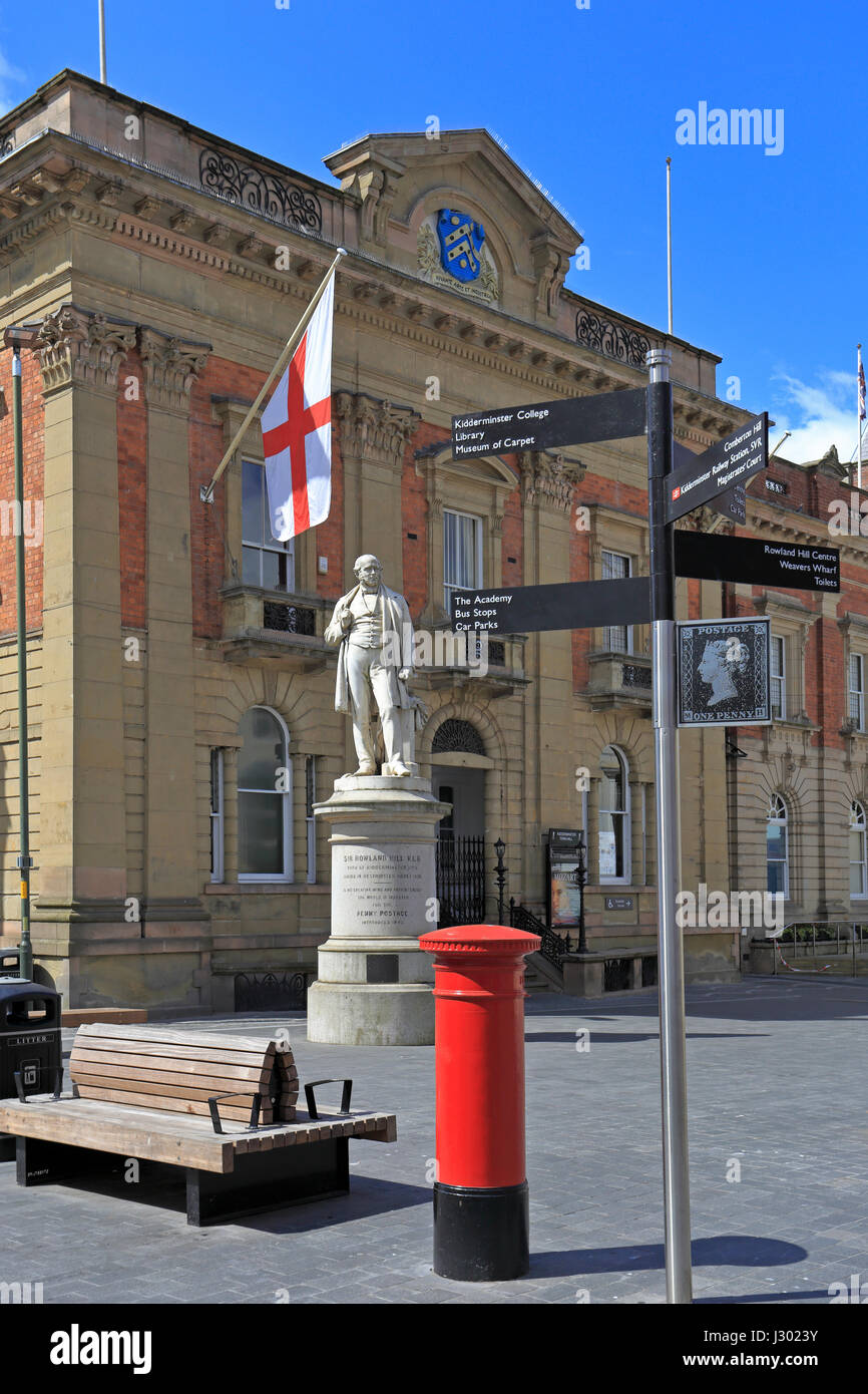 The statue of Sir Rowland Hill, postal reformer and Penny Black inventor, in front of Kidderminster Town Hall, Kidderminster, - Stock Image