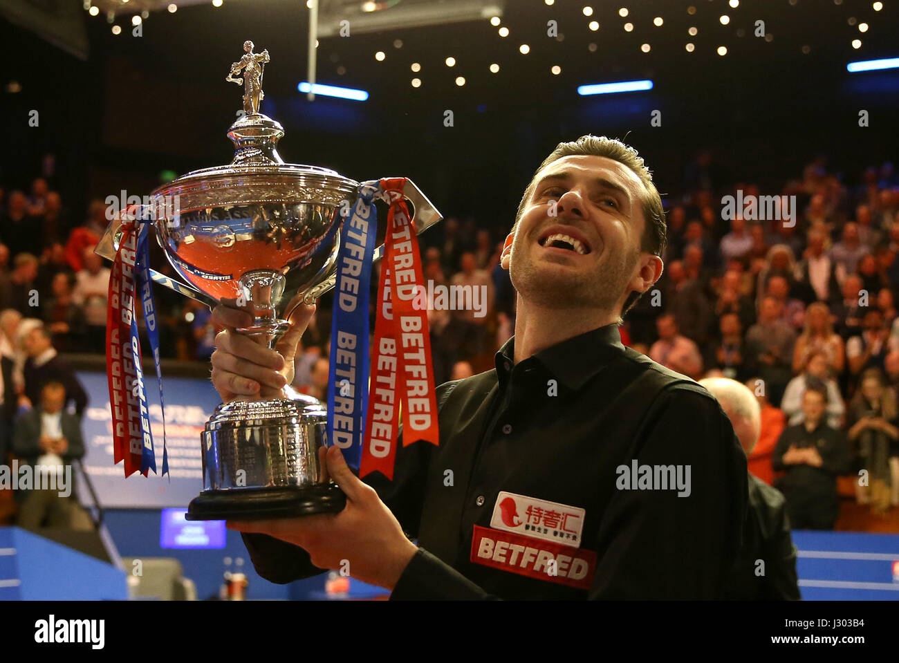 Mark Selby celebrates winning the Betfred Snooker World ...