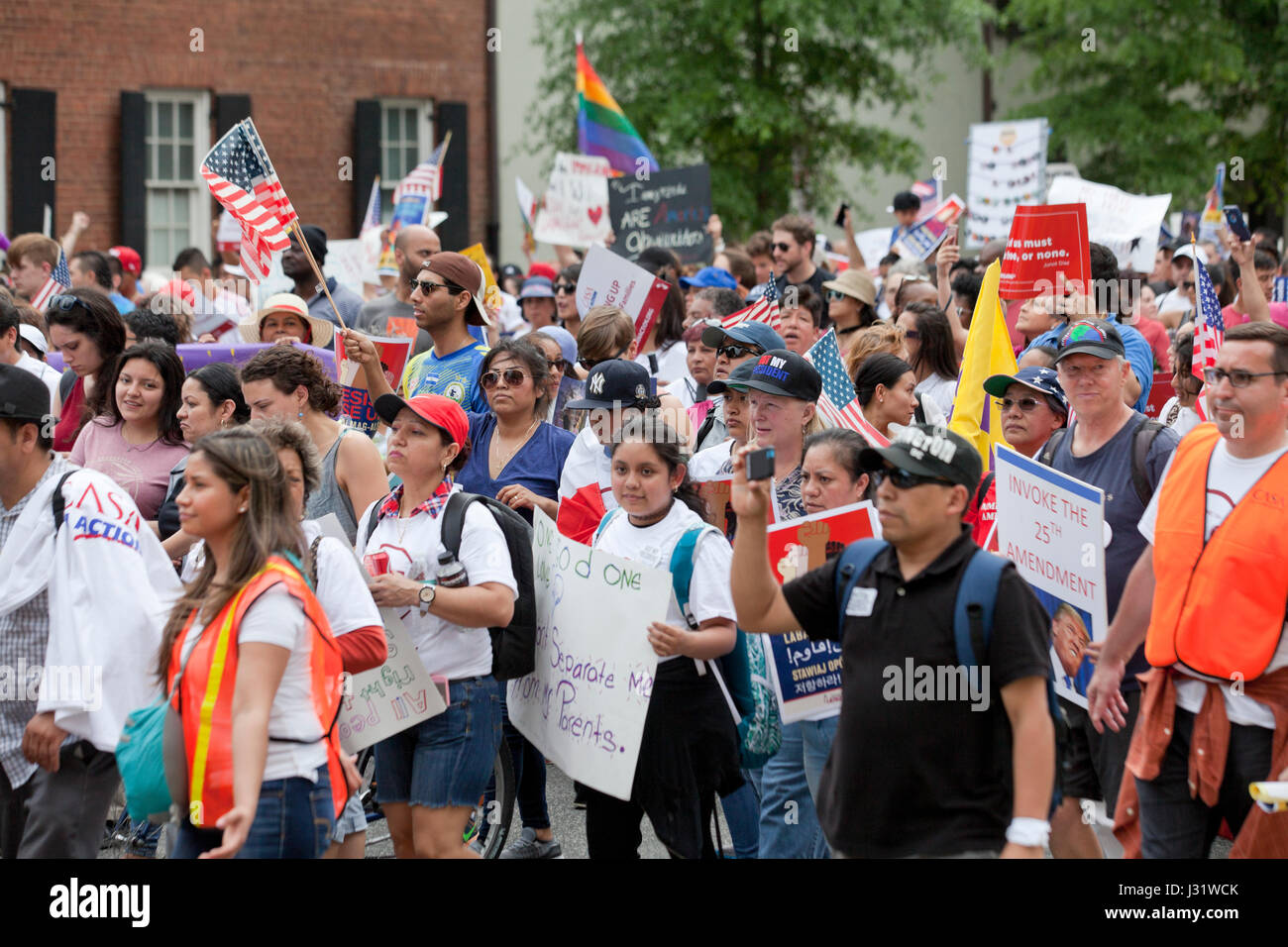 Washington, DC, USA. 1st May, 2017. A large number of immigrants and supporters, led by CASA in Action, rallied - Stock Image