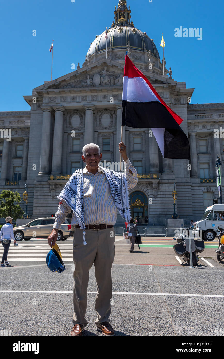 San Francisco, California, USA. 1st May, 2017. An immigrant man stands proudly before San Francisco City Hall holding - Stock Image