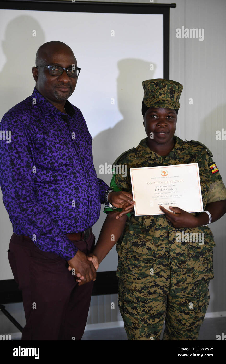Adebayo Kareem, AMISOM Acting Cheif of Staff, hands over a certificate to a participant at the closing ceremony - Stock Image