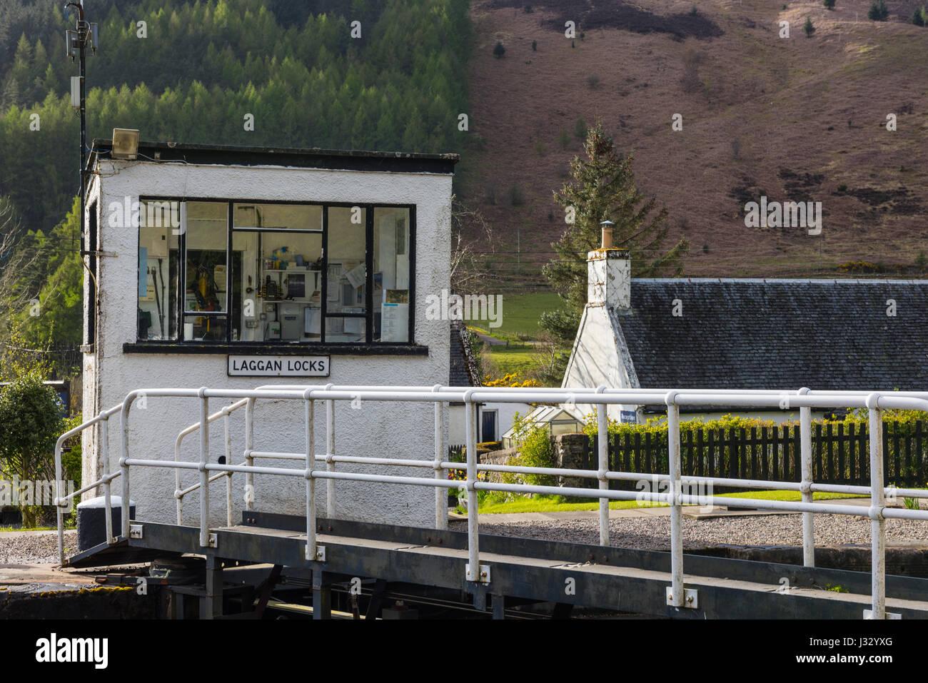 Laggan lock keeper's hut, Caledonian Canal, Highlands, Scotland, UK. - Stock Image
