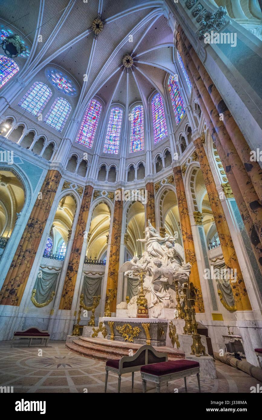 France, Centre-Val de Loire, Chartres, Choir of Chartres Cathedral, Marble sculpture L'Assomption, triforium, windows Stock Photo