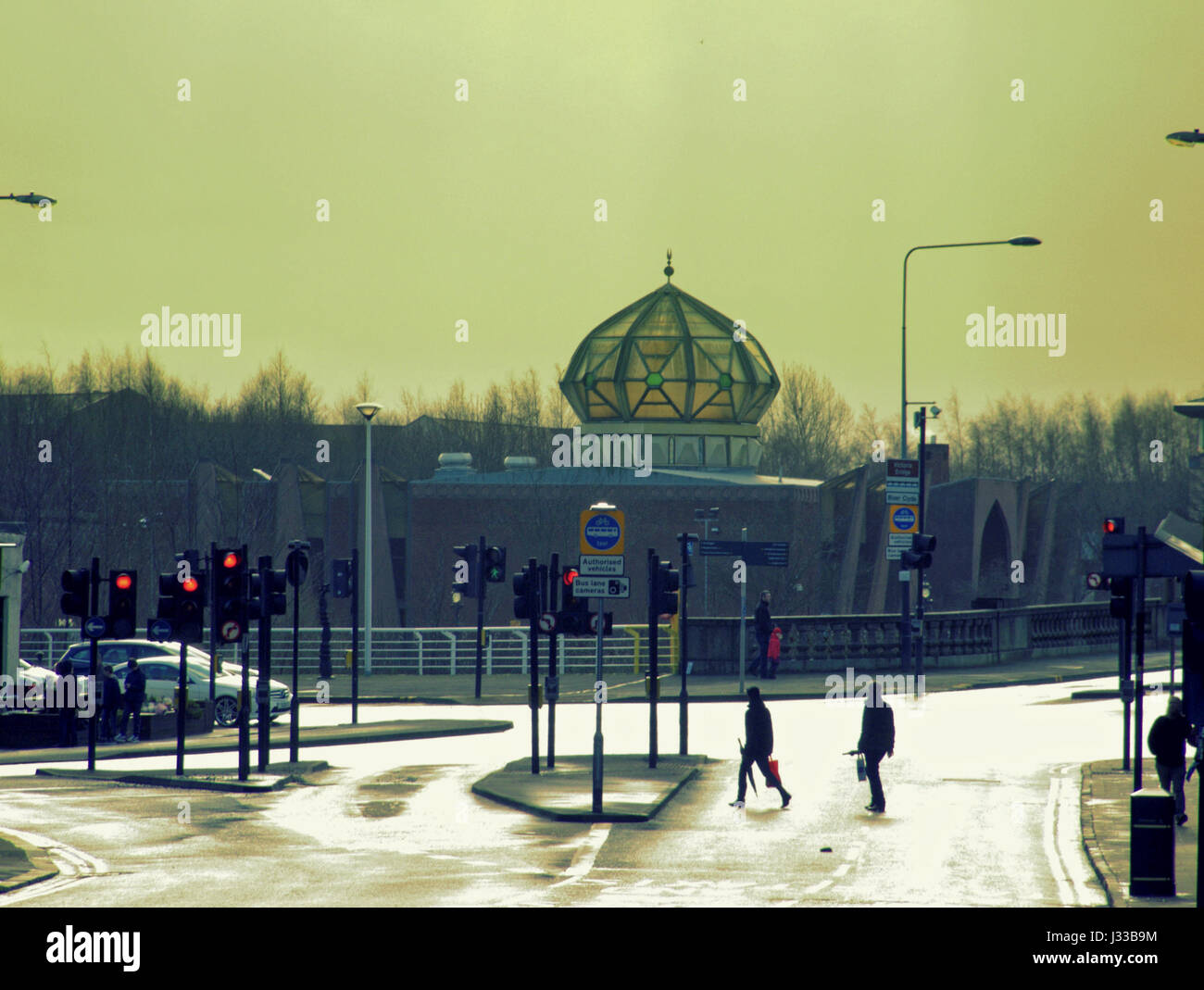 Glasgow Gorbals  Mosque red light end of the road silhouette Islam cityscape - Stock Image