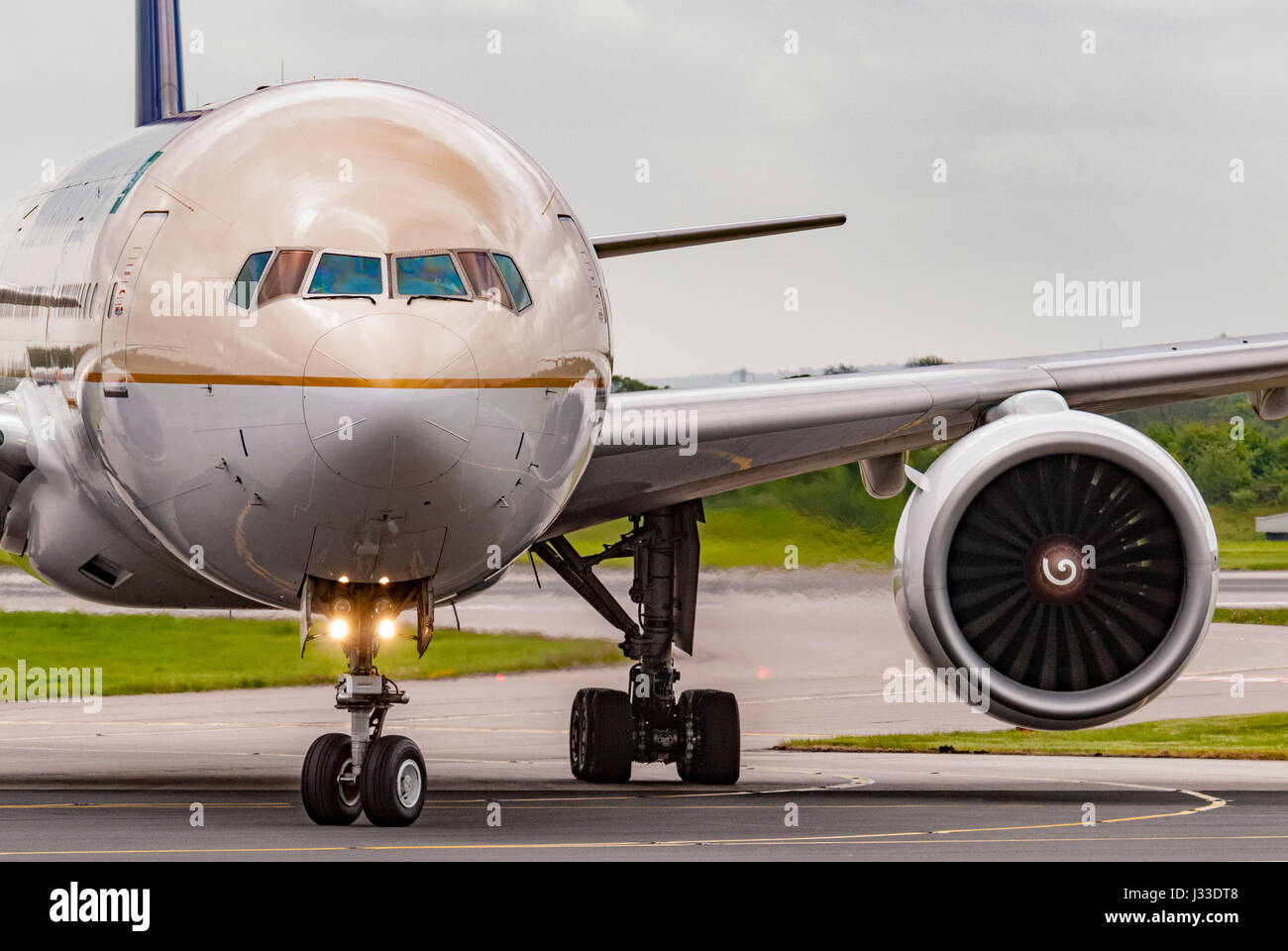 A Saudi Arabian Airlines Boeing 777-268(ER) HZ-AKI at Manchester airport. - Stock Image