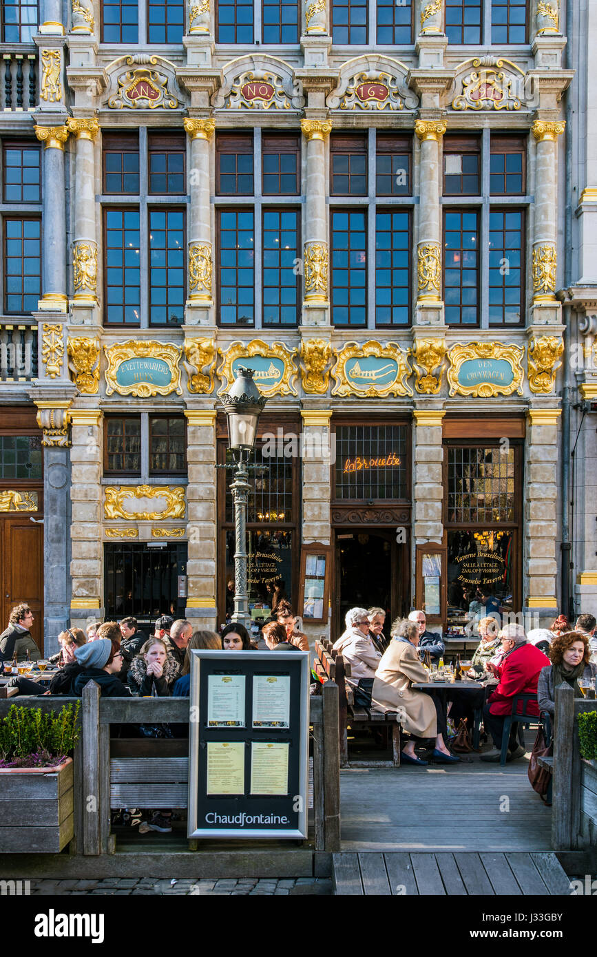 Outdoor cafe in the Grand Place, Brussels, Belgium - Stock Image