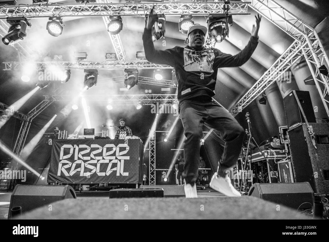 Vicarage Farm, Woodmancott, Winchester, Hampshire, United Kingdom. 1 July 2016. Dizzee Rascal performs a spectacular - Stock Image