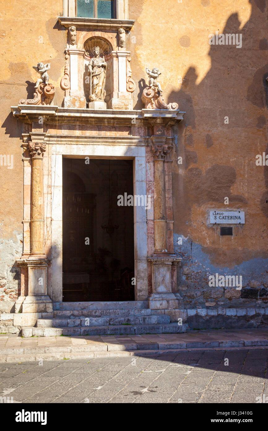 Front door to Chiesa di Santa Caterina (b. 1610) in Taormina, Sicily, Italy - Stock Image