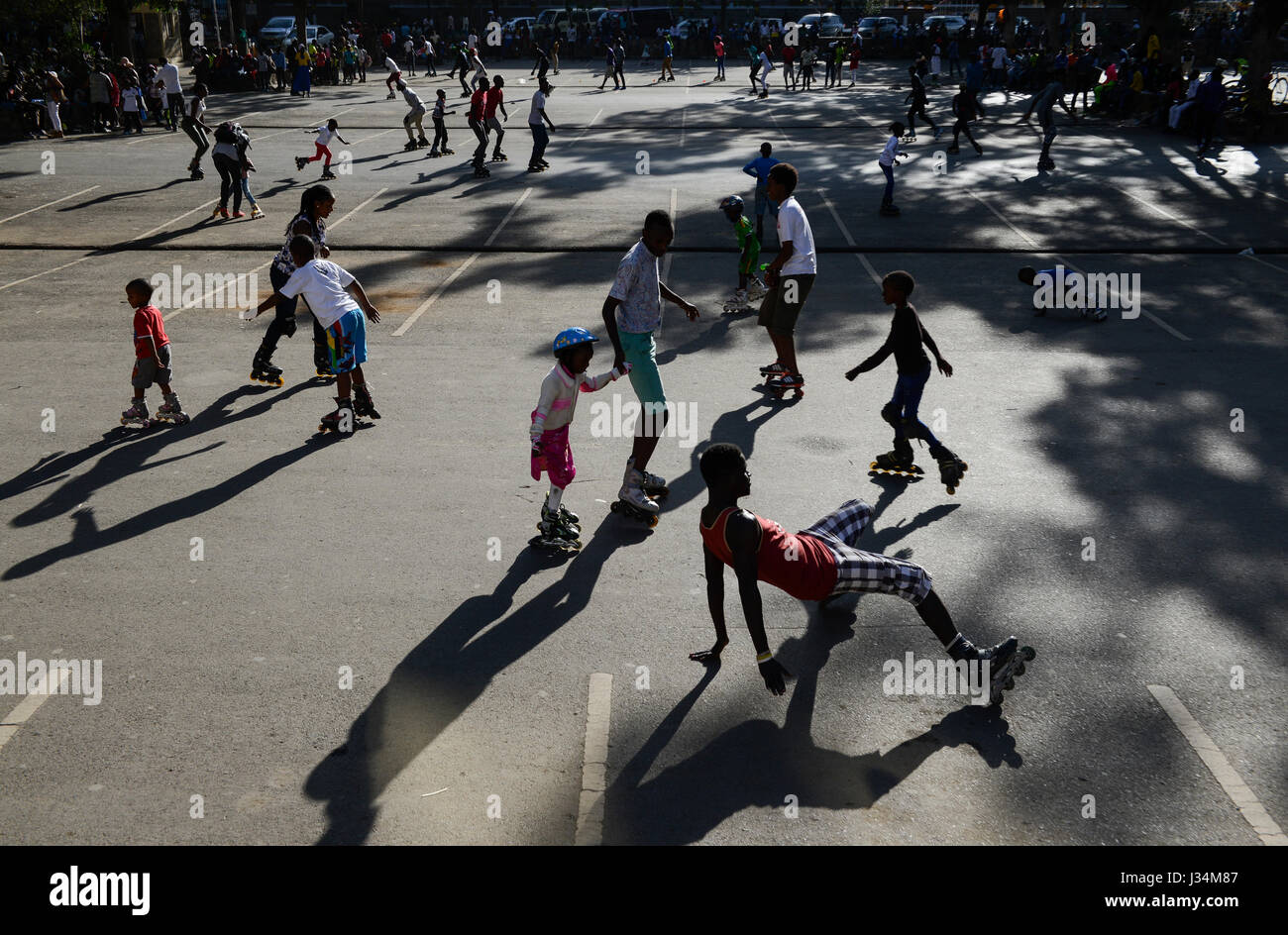 KENYA, Nairobi, young people skating with roller blades in city centre/ KENIA, Nairobi, Stadtzentrum, junge Menschen Stock Photo