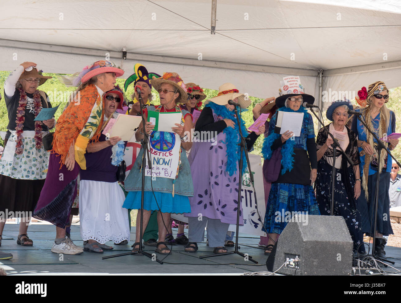 'Raging Grannies,' of the Women's International League for Peace and Freedom, sing at the People's - Stock Image